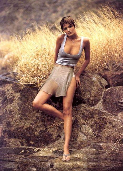 Helena Christensen üstsüz yakalandı - 67
